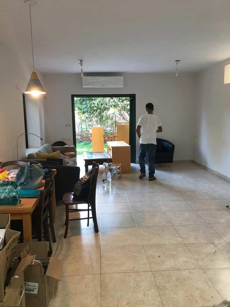 בוקר תחילת השיפוץ מבט לסלון